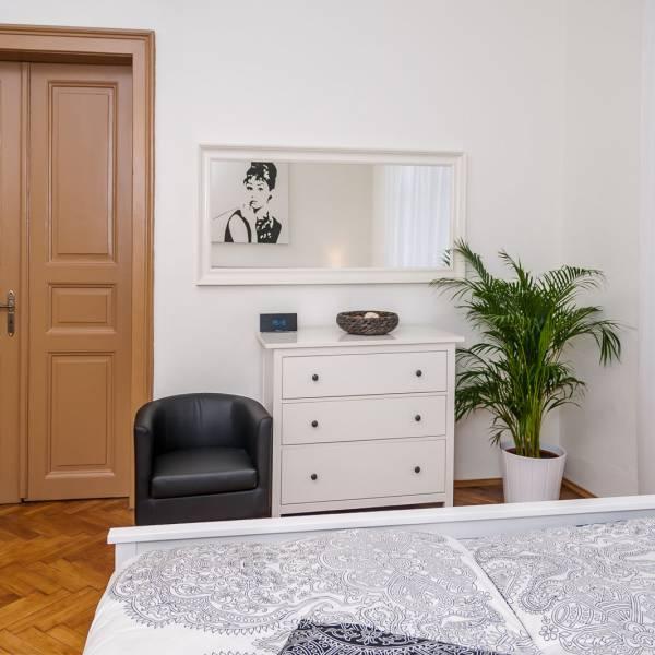 Apartment A - Room